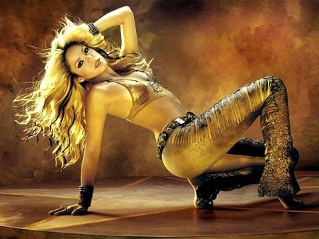 Shakira in Gold